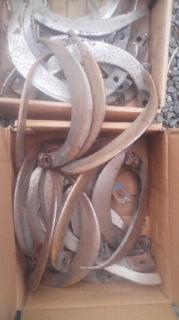 農機のツメや一輪車等の鉄スクラップも無料出張回収します